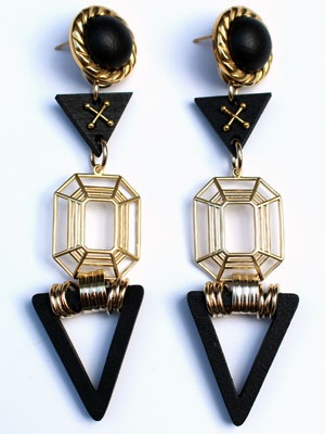 BOW(ボウ)/ BLACK TRIANGLE PIERCE -Lady's-